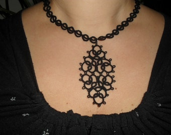 Tatted choker necklace with pendant