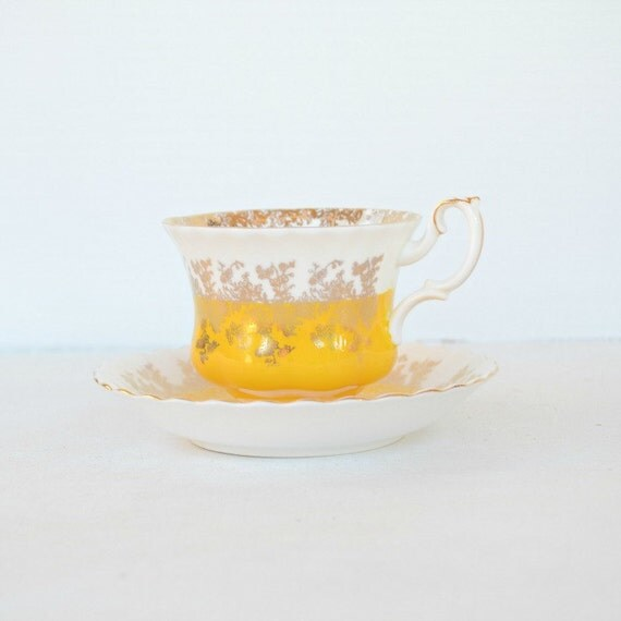 Teacup and saucer Royal Albert Royal Regal England bone china yellow gold white