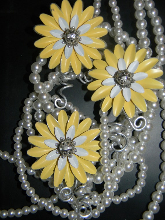 3 Retro Summer Yellow White Metal Flower Boutonnieres Vintage Brooches Corsages