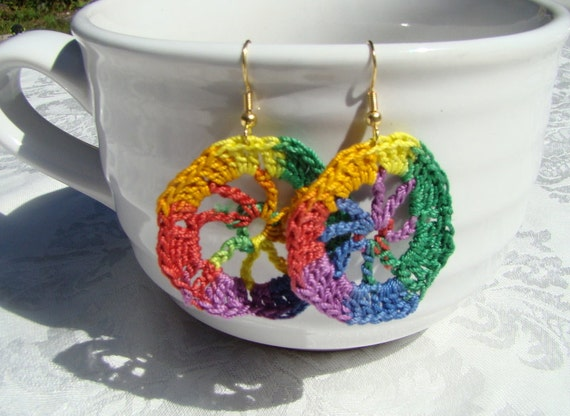 Primary colors wagonwheel crochet earrings