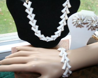 White Plastic Demi Parure, 60's Style Necklace, Bracelet, Clip On Earrings Signed Judy Lee