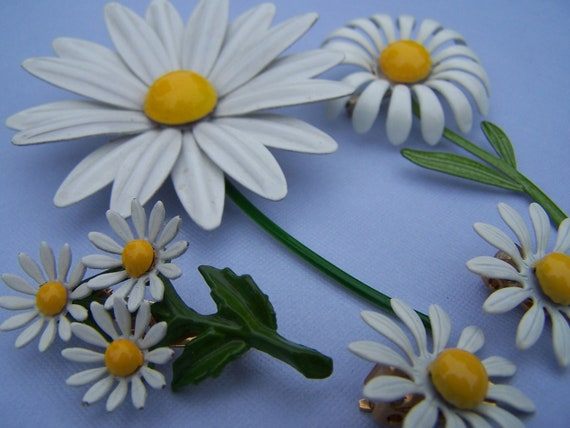 Lot of Vintage Daisy Pin and Earrings