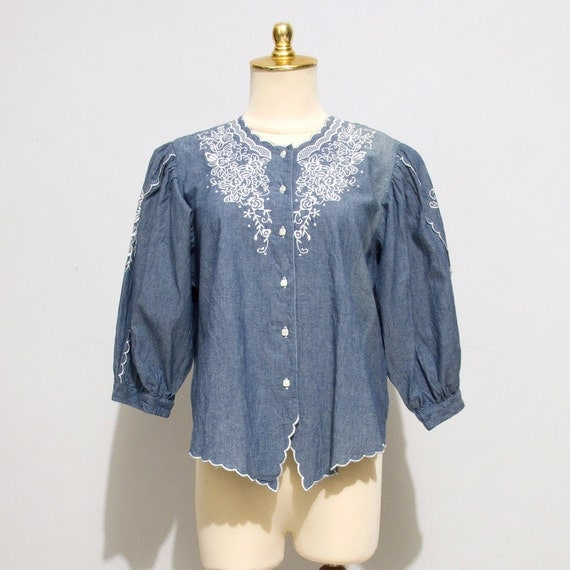 RESERVED FOR KATELYN - Vintage 80s Embroidered Chambray Blouse, White Floral Embroidery, Large / Extra Large