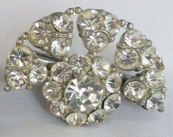 Vintage jewelery brooch by Juliana style set of 2 in a silver tone finish clear rhinestones and in a fan pattern