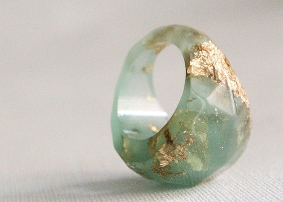 sea green size 7 soft faceted eco resin ring with suspended gold leaf