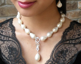 Fresh water baroque pearl necklace with dangling pendant