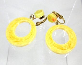 Vintage Yellow Swirl Prystal Bakelite Hoop Earrings,  Rare Yellow Marbled Dangle Hoops, Bakelite Rare