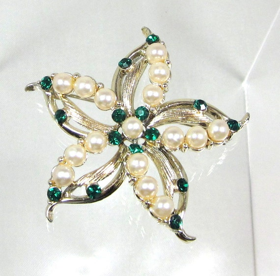 Vintage Emerald Rhinestone and Faux Pearl Flower Brooch Pin, Signed By Designer