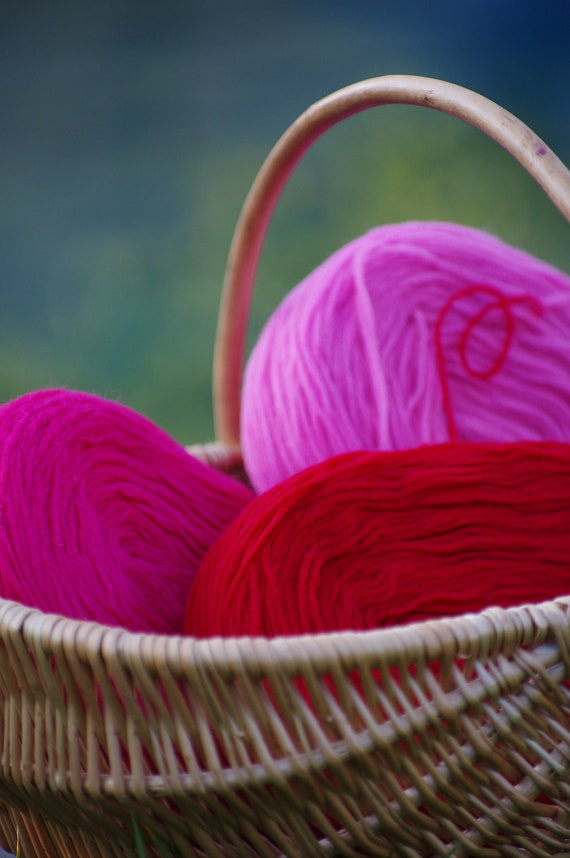 3 Solid Rovings , Red, Hot Pink and Pale Pink.Thin Wool, Pre-Yarn, Spinning or Felting Fiber FREE SHIPPING WORLDWIDE