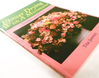 Vintage Book - Flower Drying with a Microwave By: Titia Joosten