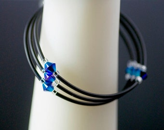 Memory wire bracelet with neoprene and blue crystals