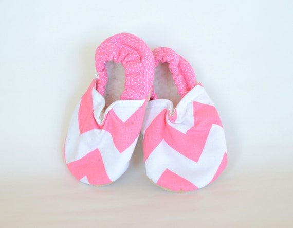 Pink Chevron Bison Booties Size 0 to 6 Months Baby Ready to Ship zig zag zigzag soft shoes newborn