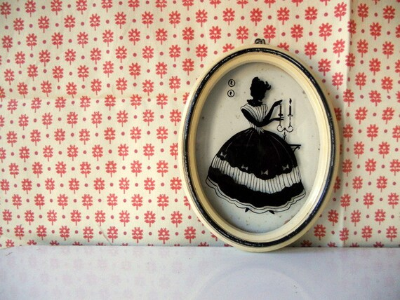 Vintage Silhouette Frame, White Oval Wall Art, Glass Lady Silhouette Black and White Wall Hanging
