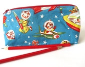 Small Triangle Zipper Pencil Case - retro astronauts
