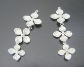 Earring findings Matte Silver Tarnish resistant triple clover pendant, connector, charm, B513245