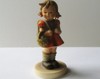 1980 Hummel Figurine 81 2/0 School Girl