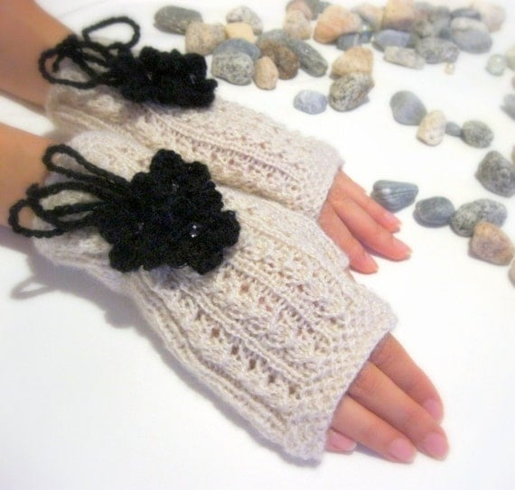 Fingerless gloves in light beige color with removable black  flowers, Wool Mittens with  crochet flowers, Hand Knitted, Eco Friendly