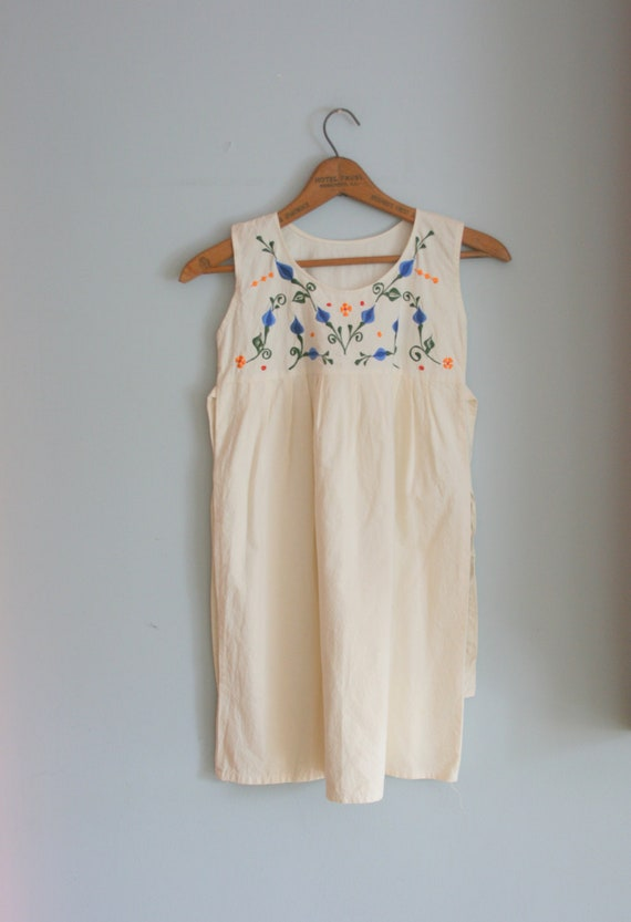 BOHO Cream Floral Girls Dress....size 6 7 8 girls....hippie. aztec. floral. cream. summer dress. girls. kids. children.