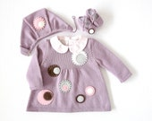 Knitted dress, cap and shoes for baby girl, in purple with felt circles. 100% wool. Newborn.