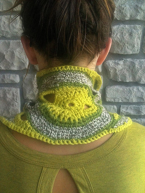 Green Crochet Wool Neckwarmer / Freeform Collar / neck warmer, cowl, scarflette, OOAK neckwarmer
