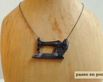 "Brooch or Necklace  ""Sewing Machine"""