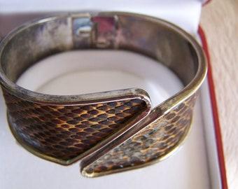 "Vintage 60's ""HiNGED BANGLE / CUFF / CLAMPER"" Silvertone Snake Skin Pattern Design"