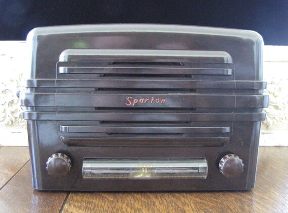 Vintage Art Deco Table Top Radio RESERVED for CHRISTOPHER VANNATTO