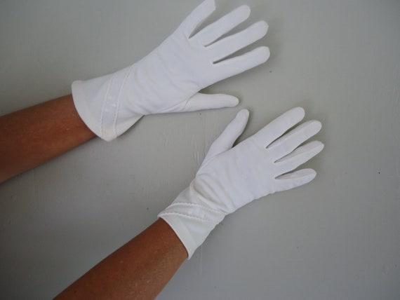 1950s gloves / 50s white gloves /  White Wedding gloves
