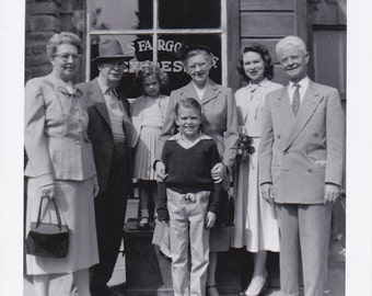 VTG B&W Photo Family in front of EXPRESS shop