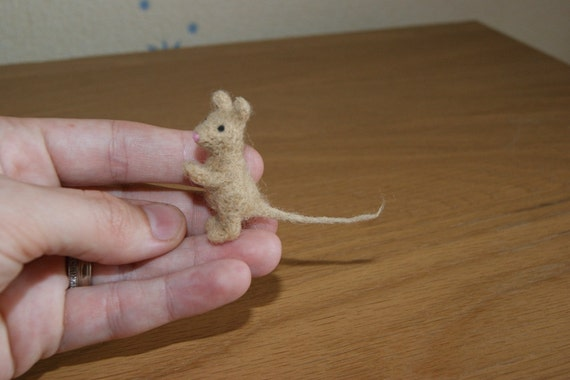 Felted mouse, felted mouse miniature, felt toy, natural wool toy, mouse toy