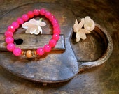 Fuchsia Agate Yoga Stretch Bracelet with Sandalwood Bead