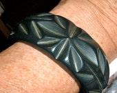 vintage carved bakelite indigo cuff bangle bracelet stylized leaves