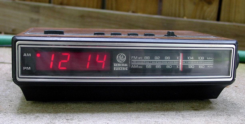 1980 39 s general electric am fm digital clock radio. Black Bedroom Furniture Sets. Home Design Ideas