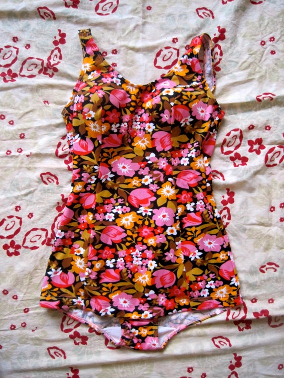vtge 60s retro bombshell pinup floral swimsuit cone/ bullet bra M  L