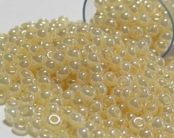 Preciosa Czech Seed Beads 11/0 Pearl Light Cream