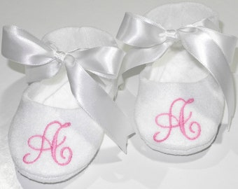 White Personalized Baby Booties - Monogram Baby Shoes - Baby Slippers - Dedication Slippers - Baptism Gift - Baby Shower gift- Newborn Gift