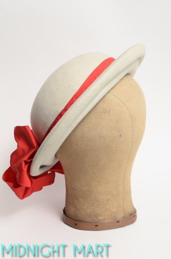 1940s hat/ wool brimmed hat/ scarlet bow