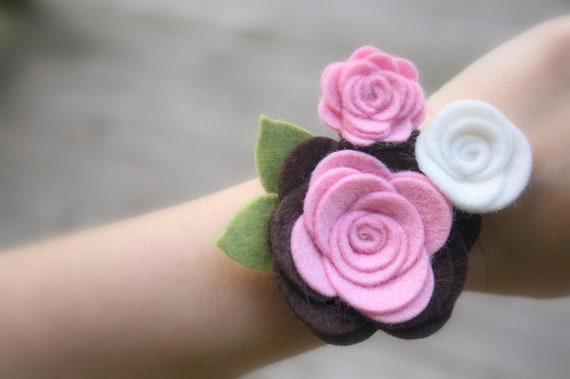 Baby Shower Corsage, Bridal Shower Corsage, Felt Flower Corsage - 30 COLORS Mother's Corsage, Wedding, Prom, Bridesmaid, First day of school