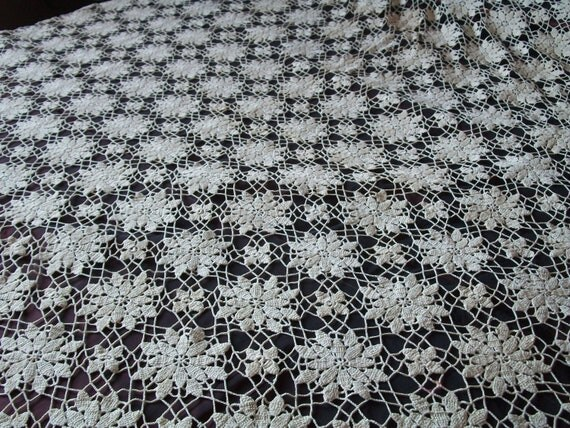 HEIRLOOM QUALITY Gorgeous Antique Vintage Handmade Crochet ECRU Tablecloth Bedspread 20s