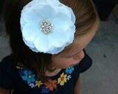 White flower clips/ Girls flower clip/ flower bow, White flower, newborn, gift, clips