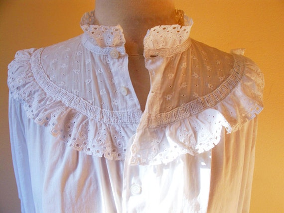 Victorian nightgown / white cotton / long nighty