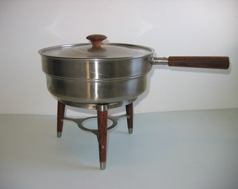 Modernist Chafing dish.  Vintage Covered Stainless steel Buffet pan.   Eames Panton era. Mid Century Modern, Danish Modern, 1960's.