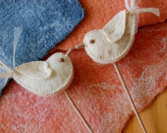 Wedding cake topper felted love birds -- Pure handmade felt wool and silk -- Felt love birds ornament for wedding gift, bridal bouquet