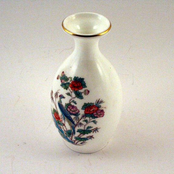 Vintage Wedgewood Bone China Vase - Made in England Kutani Crane