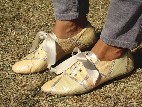 Vintage 80's  Snake Skin  Shoes-flat lace up women shoes us8
