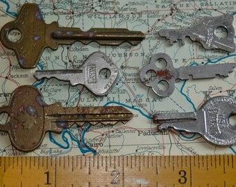 "6 Vintage House Keys ""L"""
