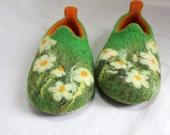 Lovely felted slippers / felt home shoes / made for order!