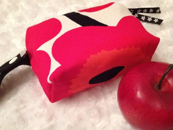 SALE Marimekko cosmetic zippered waterproof wet/dry bag purse organizer box style.