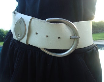 White leather big buckle belt with silver tips