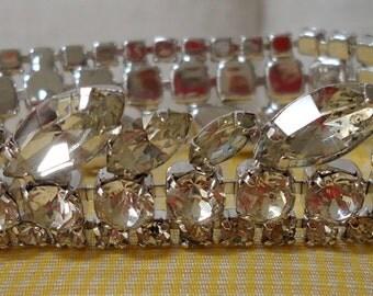 Crystal rhinestone Bracelet,  by WEISS. Unusual.  FPAVI12.3-15.6.